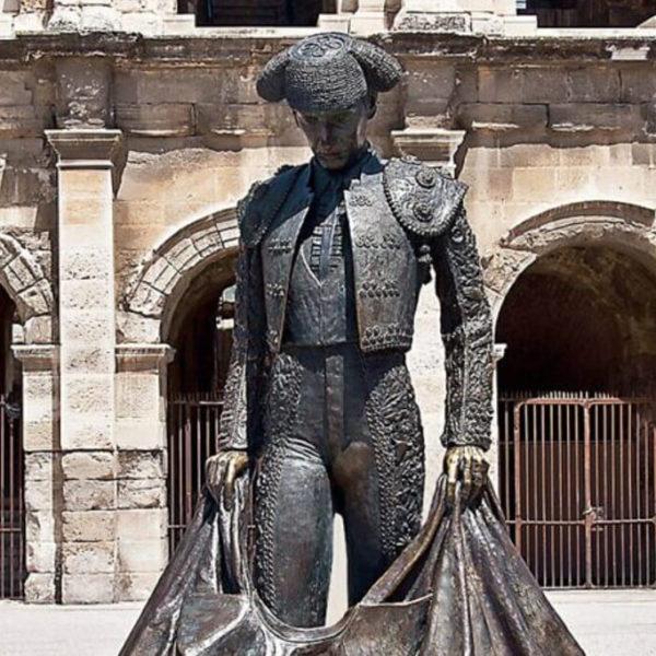 Sculpture de toréador à Nîmes