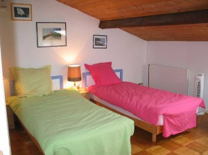 a twin room for students in montpellier