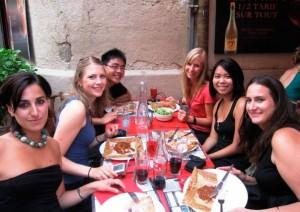 Aktivitäten in Montpellier - IEF - Studenten im Restaurant